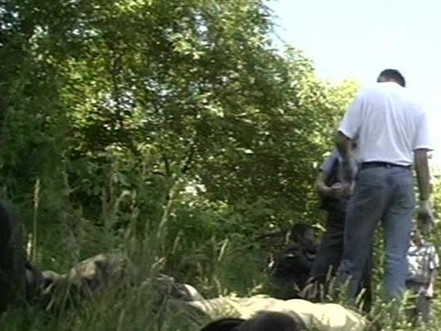 Мужчина снял как женщину ебут в лесу )))